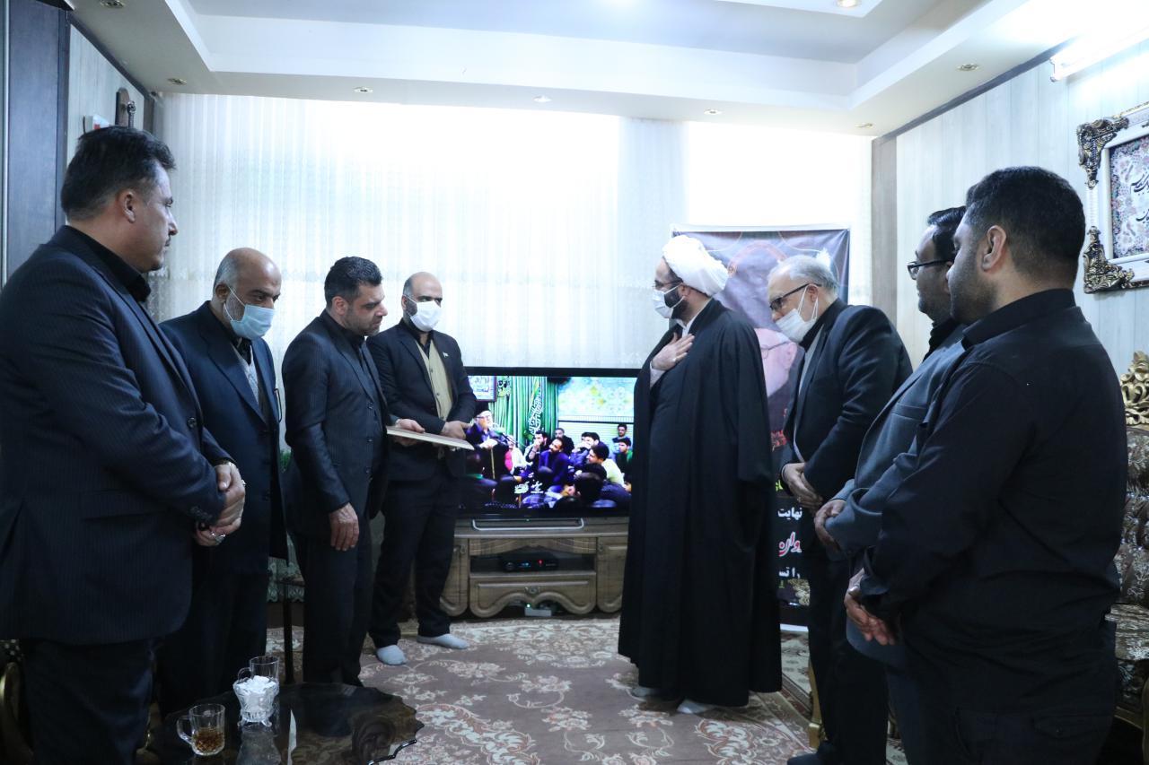 حضور مدیرکل تبلیغات اسلامی و روسای تشکلهای مذهبی قم در منزل مرحوم خورشیدی